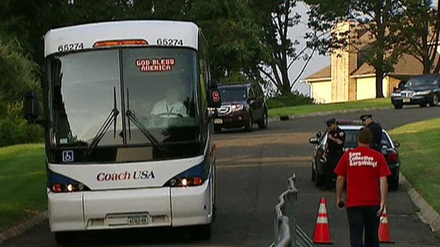 Verizon Union Workers Bused to CEO's Home